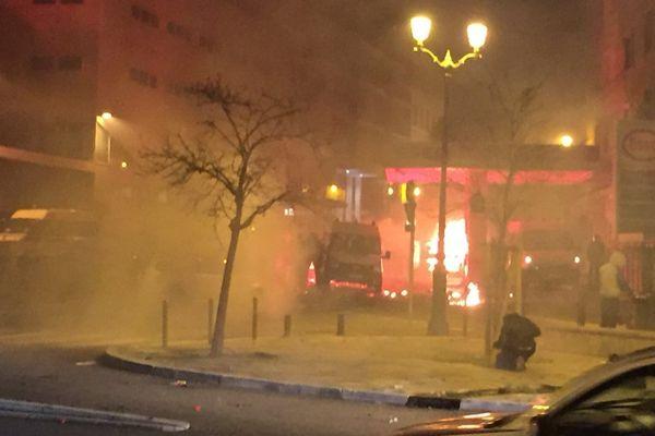 14/02/16 - Incidents d'après match à Reims : Des affontements ont éclaté entre forces de l'ordre et manifestants devant le commissariat de Bastia
