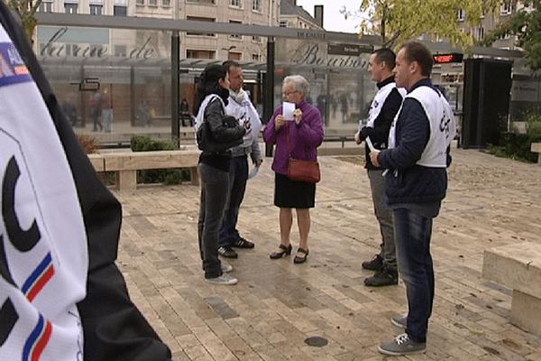 Le syndicat Alliance distribue des tracts, ce lundi, à Orléans et Montargis.