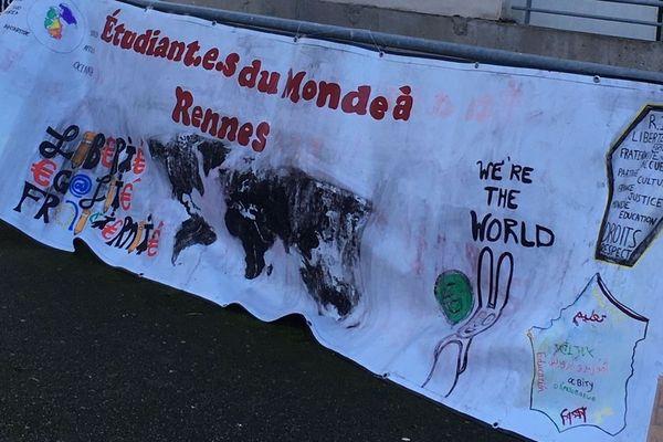 La banderole d'Etudiants du Monde à Rennes