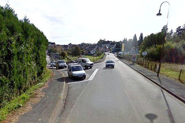 La D 901 à l'entrée de Saint-Yrieix-la-Perche où s'est produit l'accident.