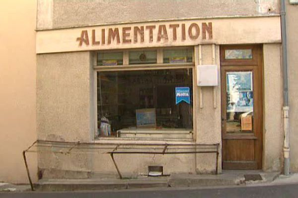 A Billom, dans le Puy-de-Dôme, une épicerie de quartier va fermer ses portes. Le couple propriétaire prend sa retraite après 34 ans d'activité. Les époux Malfériol n'ont pas trouvé de repreneur.