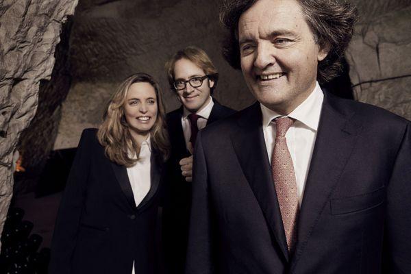 Pierre-Emmanuel Taittinger et ses enfants, Vitalie et Clovis. En janvier 2020, Vitalie, 40 ans, a succédé à son père à la tête de la maison de champagne de Reims.