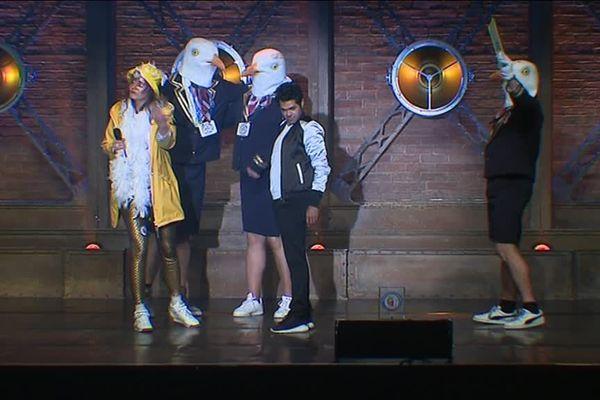 Jamel Debbouze, Justine et trois mouettes sur la scène du Kursaal à Dunkerque