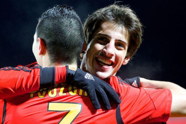 13 janvier 2014. Brest-Lens. Les Lensois se sont imposés 0 à 1 au stade Francis-Le-Blé en clôture de la 19e journée. Yoann Touzghar félicité par Pablo Chavarria.