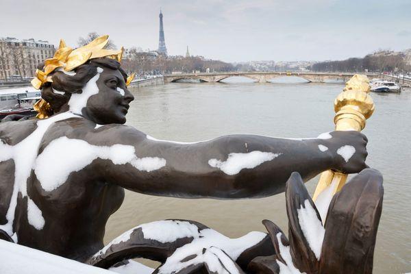 Le pont Alexandre III sous la neige ce mardi 10 février.