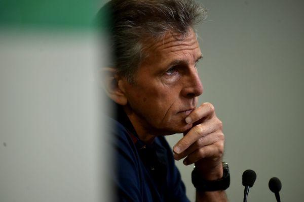 Claude Puel, entraîneur de l'ASSE depuis deux ans, est en position très inconfortable à la veille de recevoir Lyon, les Verts étant dernier de la Ligue 1.