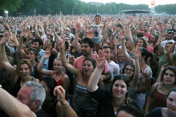Ce soir à Bordeaux, la foule se retrouve pour écouter de la musique comme ici lors de la dernière fête du fleuve