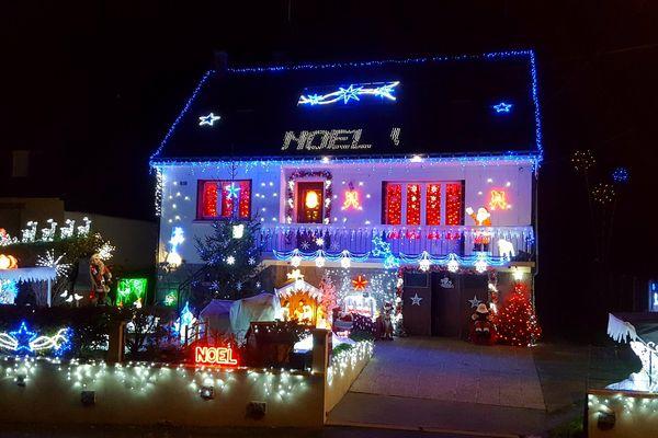 La maison de Brigitte à Locmalo brille de mille feux pour les fêtes de fin d'année