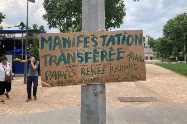 Un temps évoquée sur la place Bellecour, puis place Liautey dans le 6e arrondissement de Lyon, la manifestation contre le Pass sanitaire de ce samedi 24 juillet, devrait finalement se tenir près des Halles Bocuse, sur le parvis Renée Richard, dans le 3e.