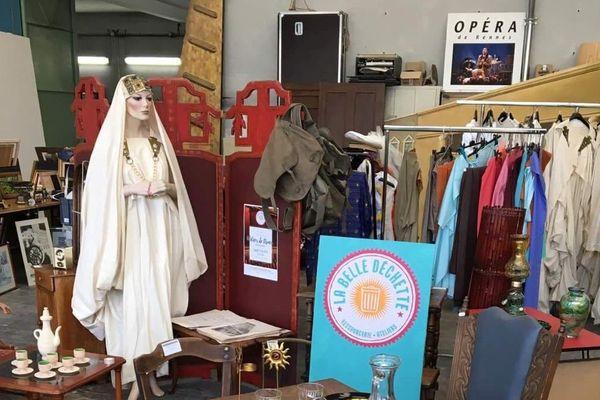 De multiples accessoires et costumes de l'Opéra de Rennes vendus