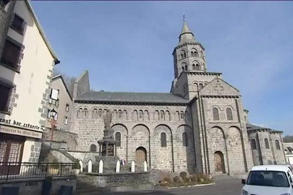 La basilique d'Orcival aurait été construite entre le XIème et le XIIème siècle.
