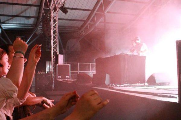 Le groupe Acid Arab en concert, place des Emmurées en 2015
