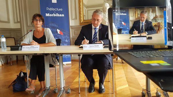 ClaireMuzellecKabouche, directrice de l'Agence régionale de santé du Morbihan et Patrice Faure, préfet du Morbihan lors d'un point presse