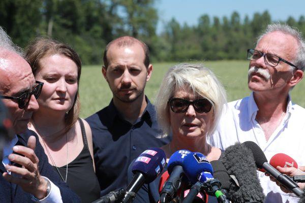 17 juin 2019 - la famille d'Alexia Daval a assisté à la terrible reconstitution de la mort d'Alexia Daval. Son mari Jonathann a fini par avouer qu'il a bien tenté de calciner le corps de son épouse dans un bois proche de Gray.