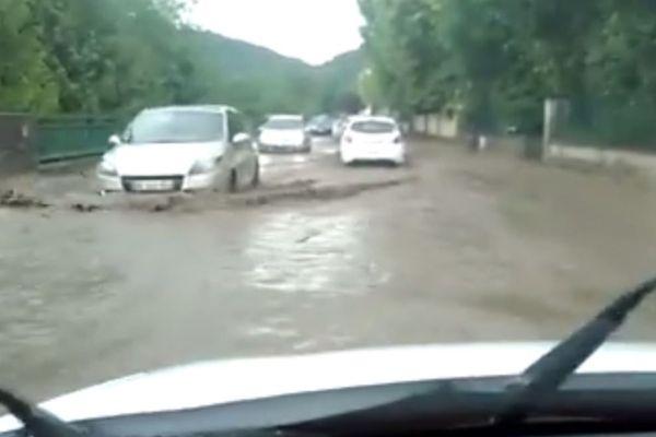 Des pluies diluviennes se sont à nouveau abattues, dimanche 10 juin, dans le Puy-de-Dôme. Jusqu'à minuit les pompiers étaient mobilisés dans différents secteurs du département.
