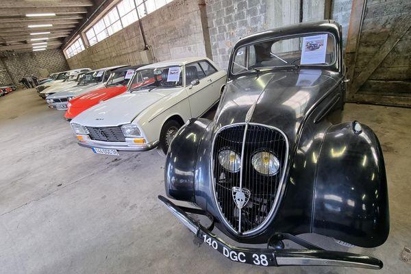 Une centaine de voitures de collection ont été vendues aux enchères pour 900 000 euros le 29 mai 2021 à Grenoble.