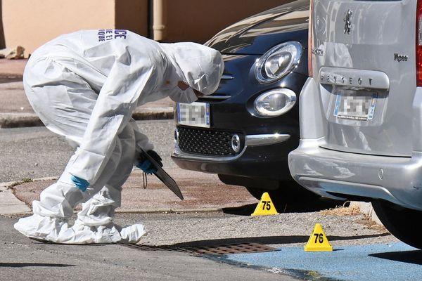 Un expert de la police technique et scientifique sur une scène de crime à Marseille le 5 avril 2018 à Marseille.