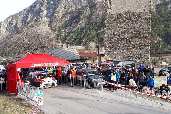 Rallye Monte-Carlo 2020 : départ de l' Epreuve Spéciale n°4 à Saint-Clément-sur-Durance (05)