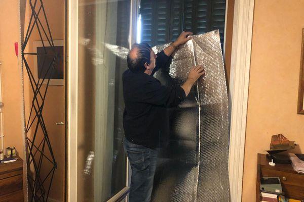Jean-François Maume a investi dans des panneaux en aluminium pour se protéger.
