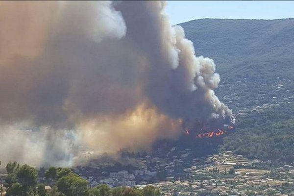 Image amateur de l'incendie de Carros, dans les Alpes-Maritimes.