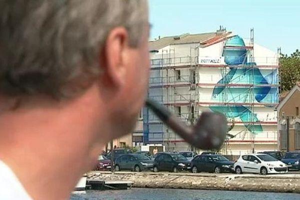 Le peintre Guillaume Bottazzi réalise en ce moment une oeuvre monumentale, face au port de Martigues