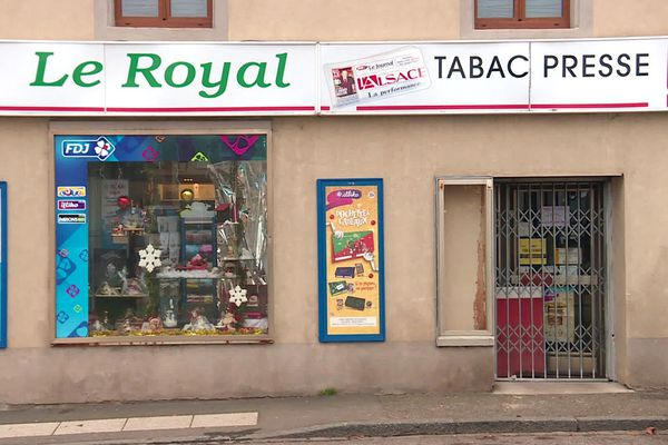 La façade du tabac presse, Le Royal, braqué de jeudi 9 janvier au soir