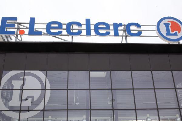 Les magasins Leclerc soupçonnés d'avoir voulu contourner la réglementation française.