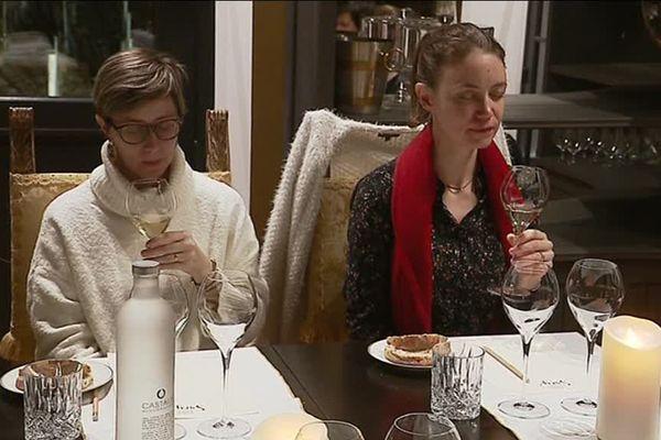 Cette expérience de vin en pleine conscience s'appuie sur des techniques de sophrologie afin de se plonger pleinement dans l'art de la dégustation.