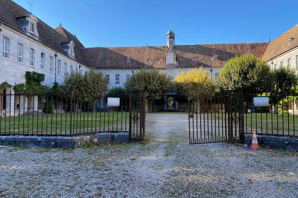 Ancien hôpital Saint-Jacques à Besançon. / © Pascal Sulocha - France Télévisions