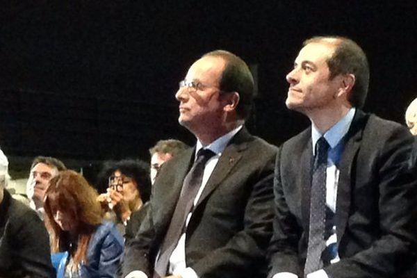 André Viola, président du Conseil Général de l'Aude assis à côté de François Hollande lors de sa visite à Carcassonne en mai 2015.