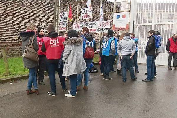 Le personnel pénitentiaire n'ayant pas le droit de grève, seuls les surveillants en congés ont pu manifester.