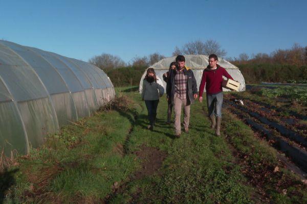 Maxime, Elia et Christophe seront bientôt propriétaires de la ferme de trois hectares.