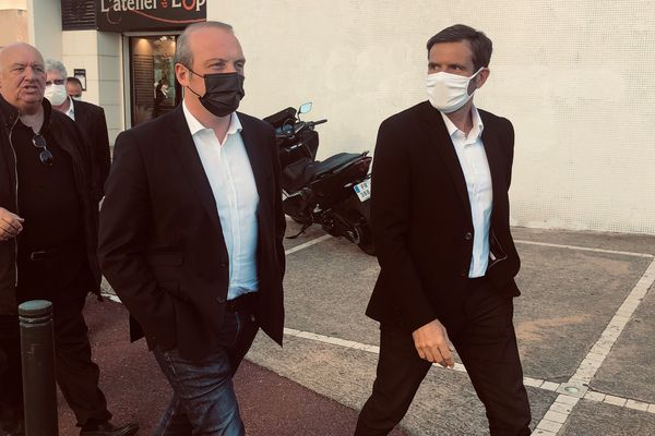 """Laurent Marcangeli en compagnie de Jean-Martin Mondoloni, homme fort de la droite en Haute-Corse et troisième sur la liste """"Un soffiu novu"""" conduite par le maire d'Ajaccio."""