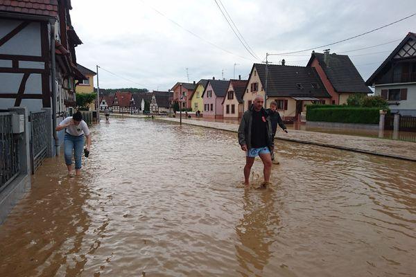 A Mothern, le ruisseau Kabach a débordé et inondé tout le bas de la commune. Les habitants n'ont jamais vu ça.