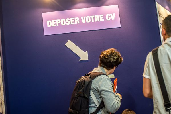 346.628 projet de recrutement sont prévus en 2017 dans toute la région Île-de-France. (photo d'illustration ; salon de l'emploi public, 12 Juin 2014)