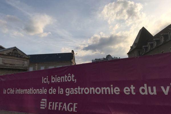 François Rebsamen  espère pouvoir ouvrir la Cité internationale de la gastronomie et du vin de Dijon en octobre 2021