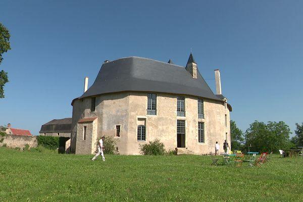 Les propriétaires du château de Meauce, dans la Nièvre, ont dû trouver plusieurs financements pour financer les travaux.