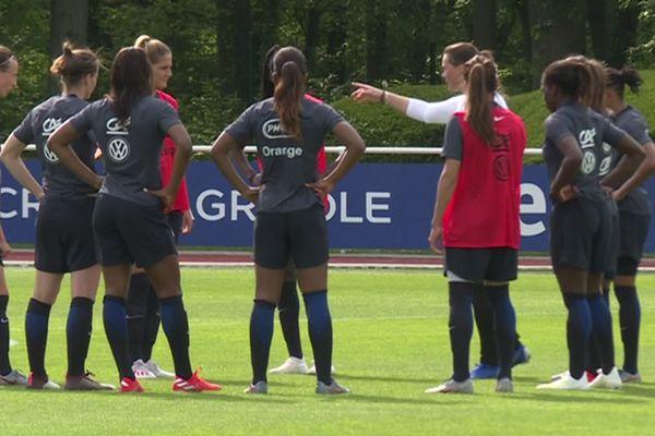 Les joueuses de l'Equipe de France pendant une séance d'entraînement à quelques jours de leur rencontre avec la Corée du Sud.