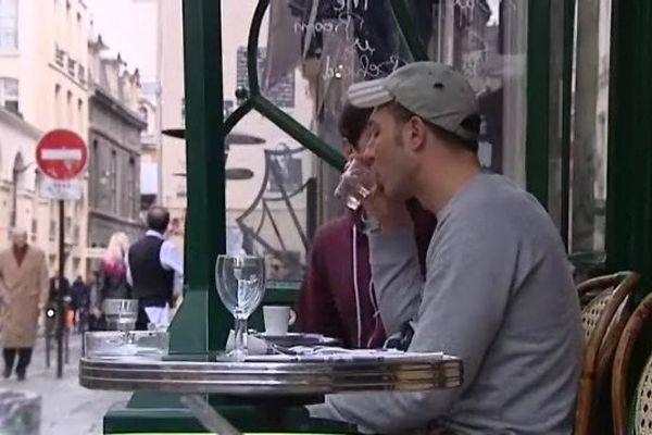 Un café, dans le quartier du Marais (Paris).