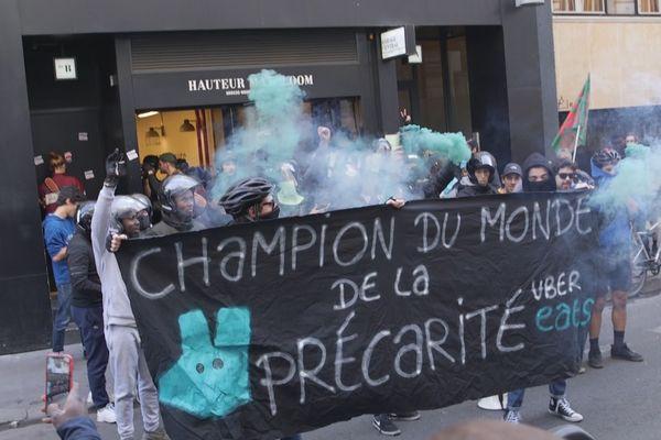 """Dans le cadre du tournage de son documentaire """"Les Délivrés"""" sur les livreurs à vélo, Thomas Grandrémy a suivi ses personnages dans les manifestations à Paris contre les plateformes."""