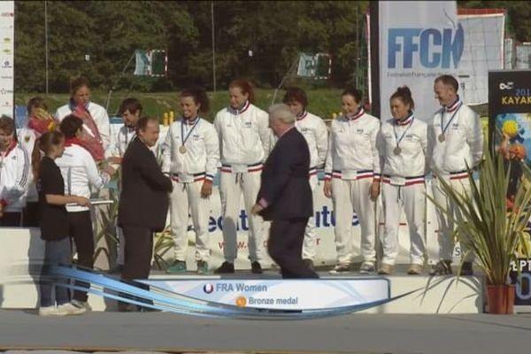 Remise de la médaille de bronze aux joueuses de l'équipe de France de Kayak-Polo, dimanche 28 septembre 2014