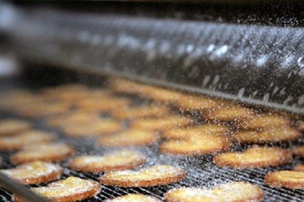 La biscuiterie Poult fabrique des tartelettes, palmiers, barquettes, gaufrettes et autres cookies destinés aux distributeurs.