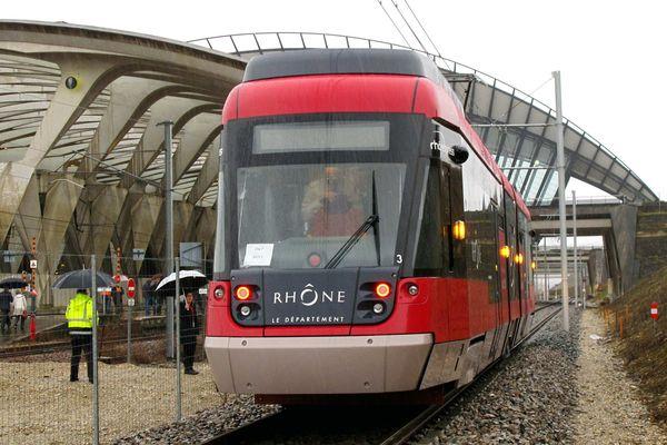 La ligne 48 des TCL débute ses trajets quotidiens lundi 6 janvier 2020 pour desservir l'aéroport de Lyon-Saint-Exupéry. Photo d'archives.