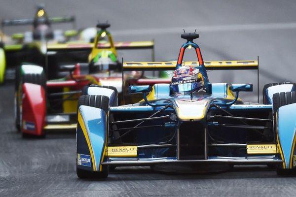 Le championnat du monde de Formule E reprend le samedi 24 octobre 2016, pour une deuxième saison. Vingt pilotes sont engagés dans cette compétition de monoplaces propulsées par des moteurs électriques, dont cinq Français.