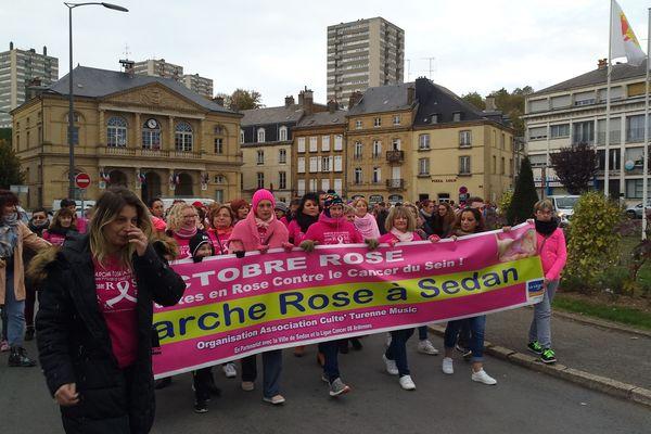 Plus de 200 personnes ont marché dans les rues de Sedan à l'occasion de la deuxième édition d'octobre rose.