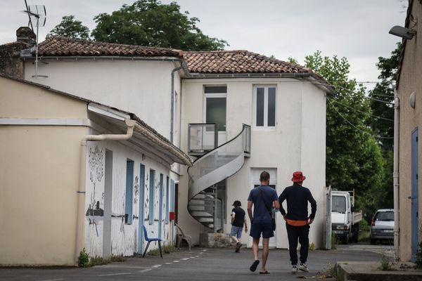 À Barsac, en Gironde, la Communauté thérapeutique du Fleuve accueille une trentaine de résidents qui tentent de décrocher de leurs addictions.