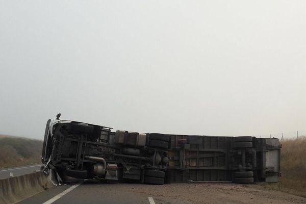 Un poids lourd s'est couché sur la chaussée sur l'autoroute A28, le 12  septembre 2018