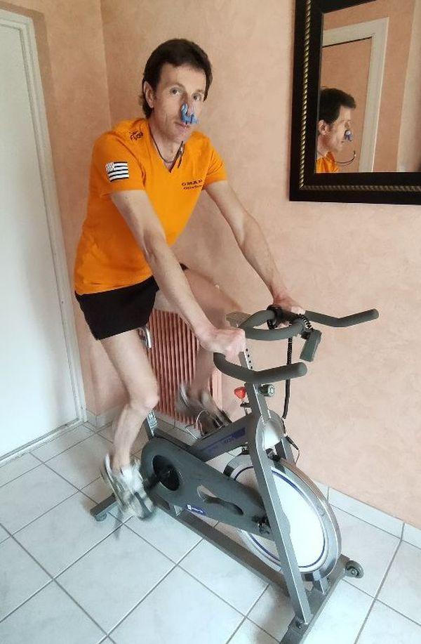 Olivier, en entraînement sur son vélo