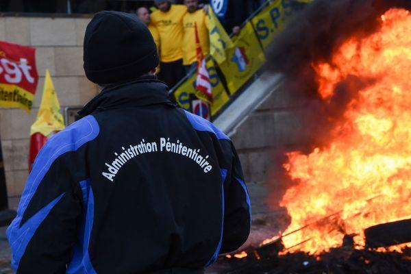 Manifestation le 23 janvier 2018 devant la prison des Baumettes, lors du mouvement national des agents pénitentiaires.