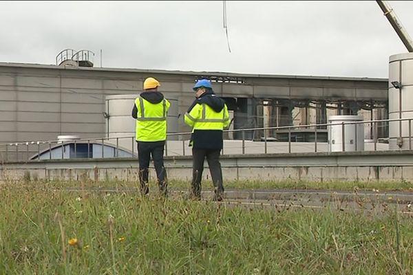 Après l'incendie de l'usine de traitement des eaux Seine Aval, une de nos équipes est retournée sur le site dans les Yvelines.